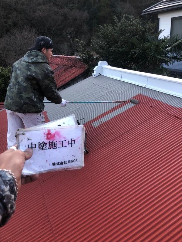 神奈川県平塚市 屋根塗装 トタン屋根 中塗り 上塗り ロックペイン ユメロックルーフ (2)