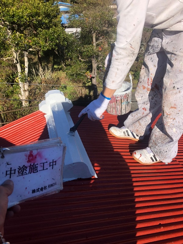 神奈川県平塚市 屋根塗装 トタン屋根 中塗り 上塗り ロックペイン ユメロックルーフ (1)