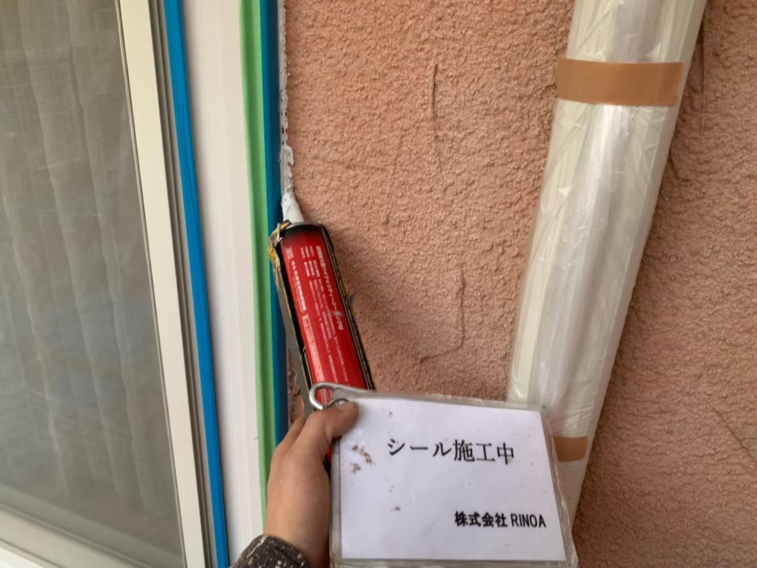 神奈川県 秦野市 外壁塗装工事 下地処理 シーリング作業の画像