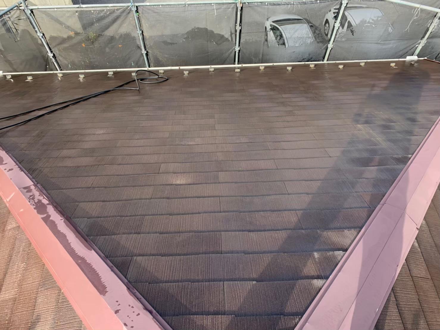 神奈川県秦野市屋根塗装工事 高圧洗浄後の屋根の画像