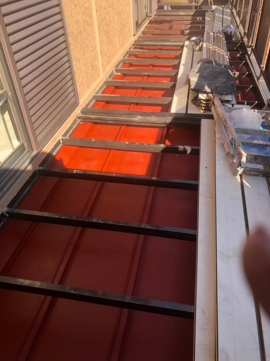 瓦棒屋根下塗りの画像