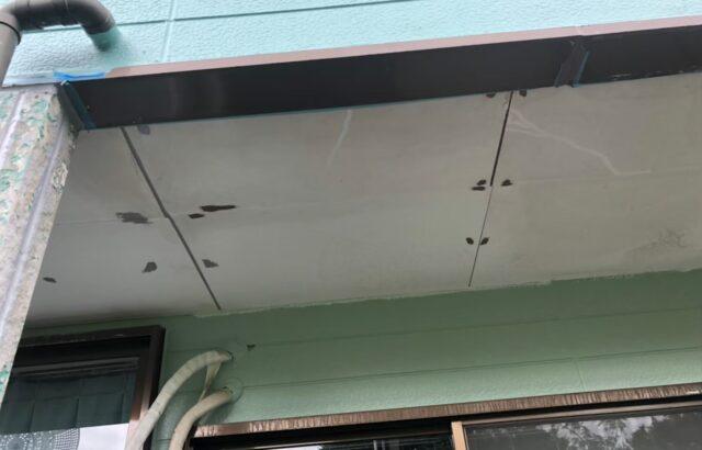 劣化した軒天井の画像