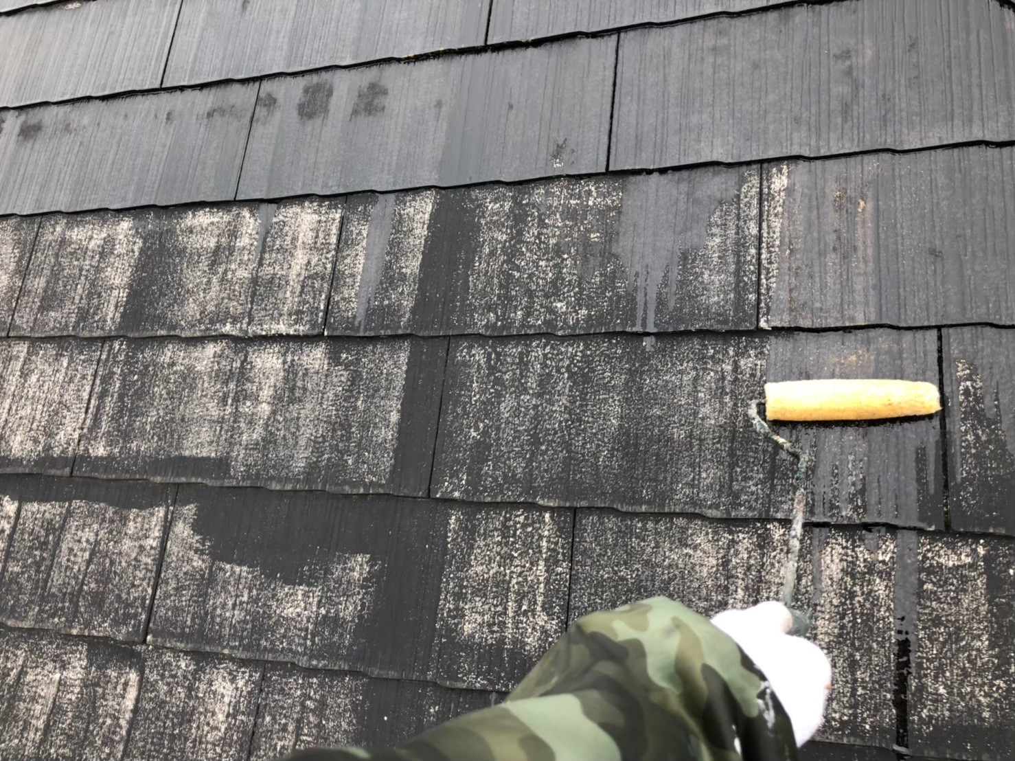 屋根の下塗りの画像