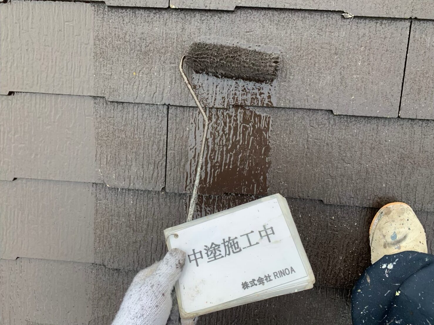 屋根中塗り塗装の画像